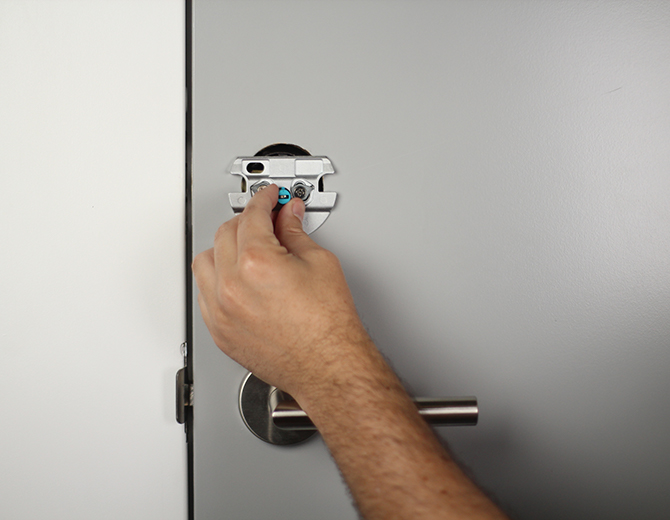 Installing the deadbolt adapter. Illustration.