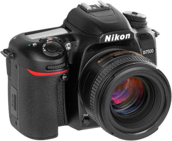 Nikon D7500.