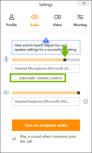 Automatic volume control option highlighted and microphone volume control slider pointed out in join.me app settings.