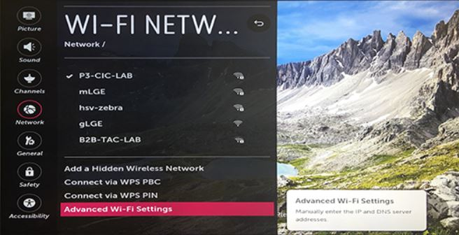 Advanced Wi-Fi Settings option selected on network selection screen.