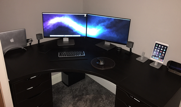 A multiple monitor set up for a Mac