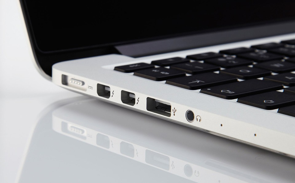 Apple laptop showing Firewire and USB ports