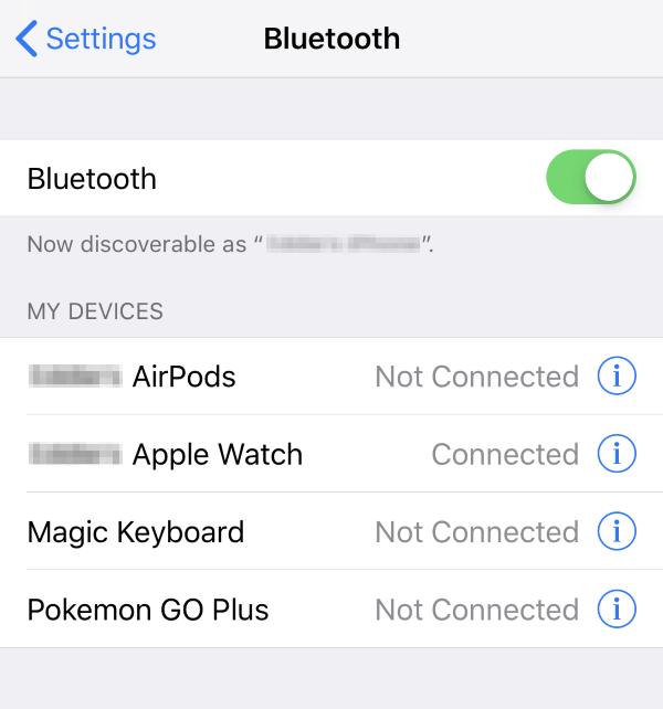 Bluetooth turned on in iOS settings.