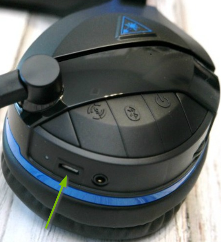Micro USB port pointed out on Turtle Beach Stealth headset.