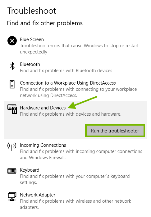 Hardware and Devices pointed out and Run the troubleshooter option highlighted in Windows settings.