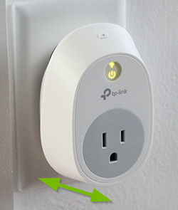 Double pointed arrow depicting how to reboot the smart plug.