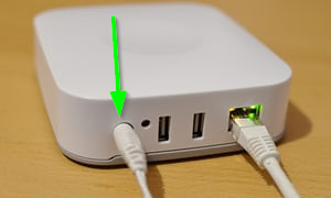 The back of a Smartthings Hub with an arrow pointing to the ethernet LED light