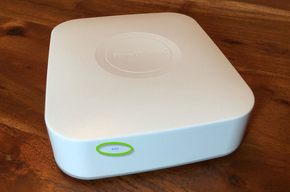 Front of a smartthings hub showing the LEDs