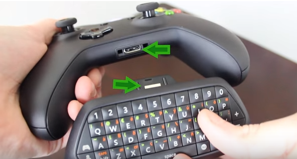 Chatpad connected to an Xbox controller.